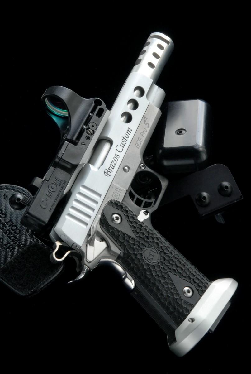 Brazos Custom Gunworks(所有者・子連れ狼氏)